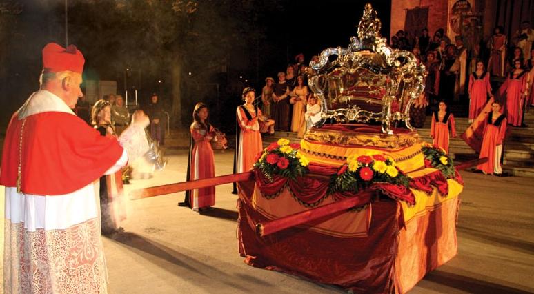 Historisk parade med relikvar ved Festa del Beato Bernardo i Moncalieri © Joachim Schäfer – Ökumenisches Heiligenlexikon