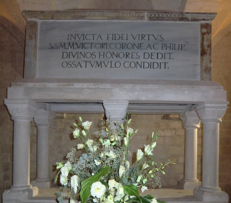 Reliquienschrein für Corona, Victor und Philipp, in der Krypta im Dom in Osimo