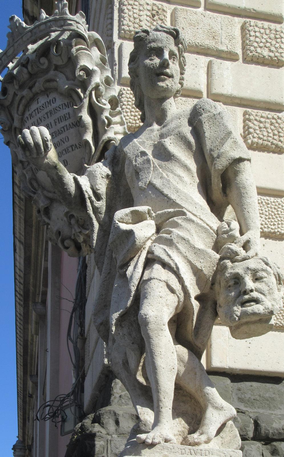 statue an der kirche san sebastiano in acireale bei catania - Knig David Lebenslauf