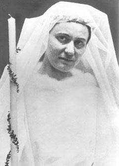 Edith Stein am Tag ihrer Einkleidung im Orden, gekleidet wie bei einer Hochzeit