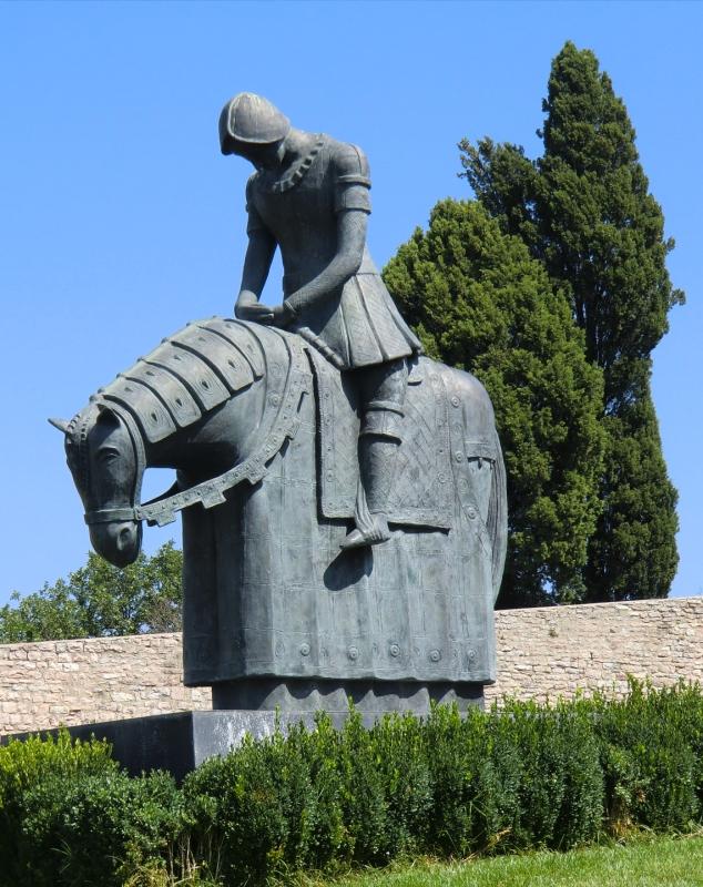 Die R�ckkehr des Franziskus nach Assisi, Bronzestatue, 2006, vor der Oberkirche der Basilika di San Francesco in Assisi