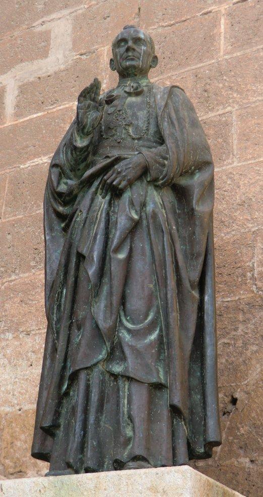 Statue av biskop Diego Ventaja foran katedralen i Almería © Joachim Schäfer - Ökumenisches Heiligenlexikon