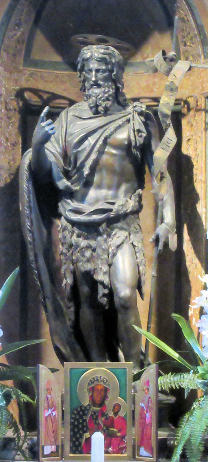Statue in der Taufkapelle San Giovanni in Fonte am Lateran in Rom