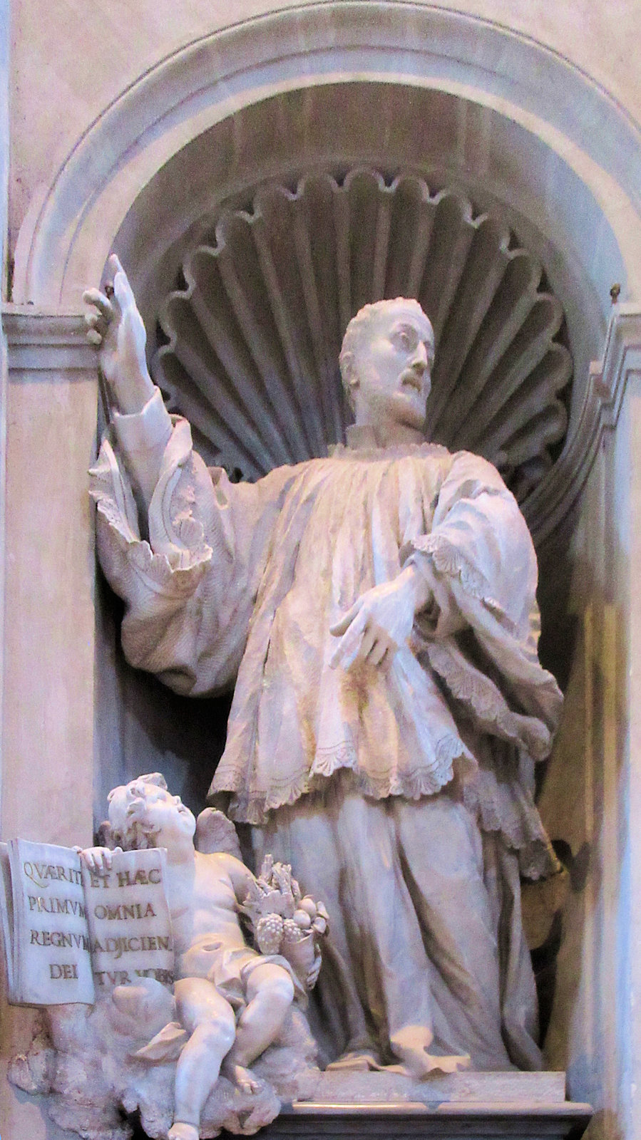 Statue im Petersdom in Rom