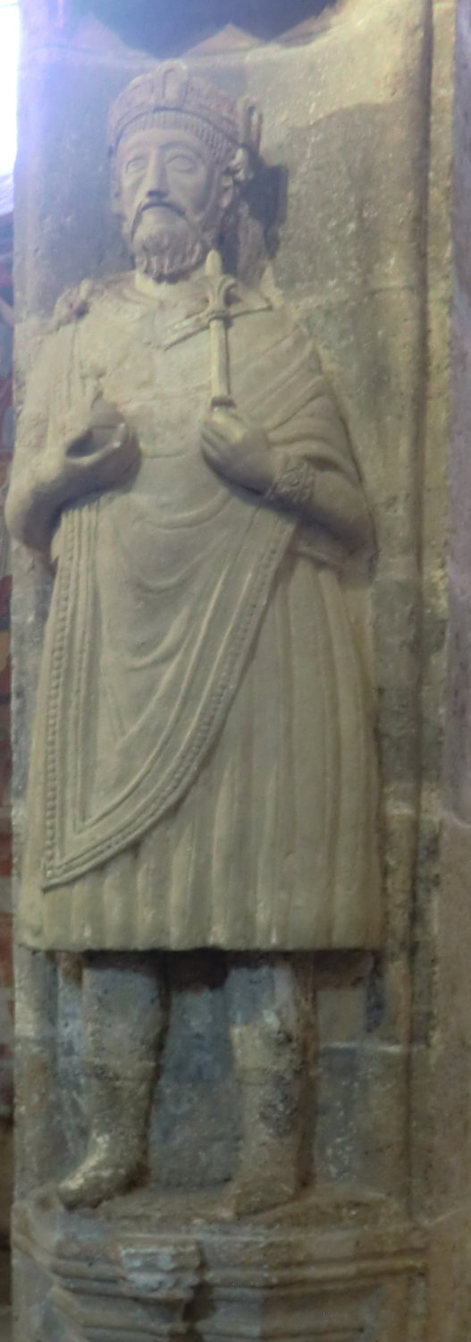 Statue, wohl um 1165, in der Klosterkirche in Müstair