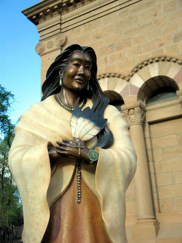 Bronzestatue, 2002, vor der St. Francis of Assissi-Cathedral in Santa Fe