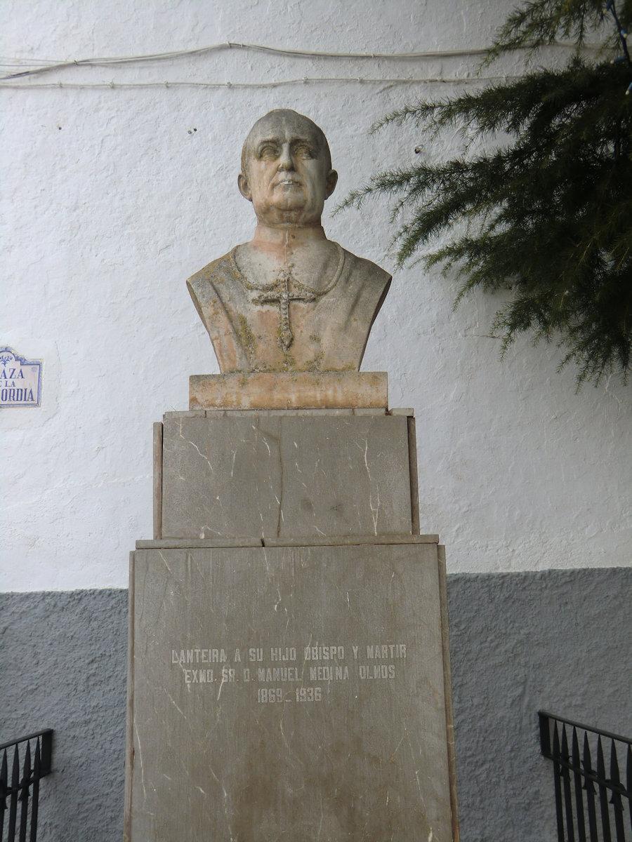 Minnesmerke ved kirken i Lanteira © Joachim Schäfer - Ökumenisches Heiligenlexikon