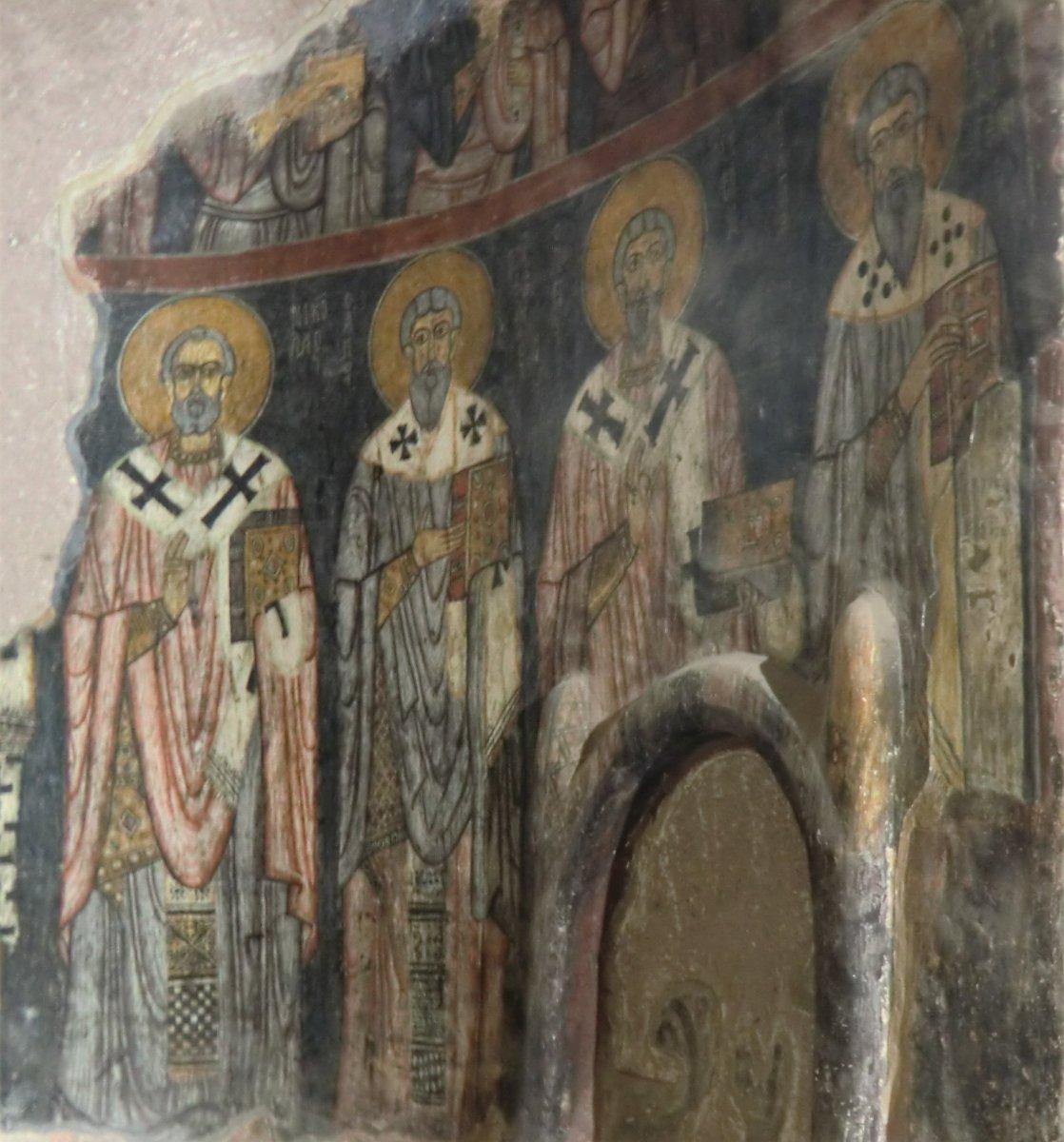 Nikolaus (links) mit weiteren Bischöfen, 11. Jahrhundert, in der Kirche des Klosters in Gümüsler bei Niğde