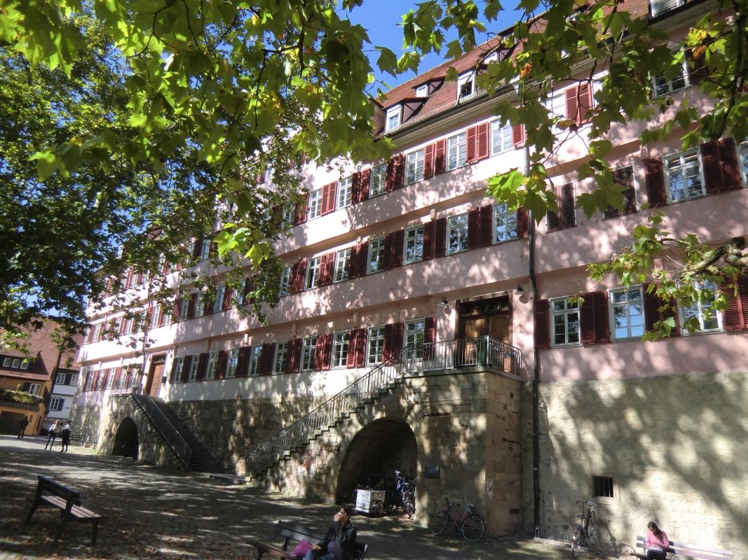 Die Burse, das um 1480 errichtete Gebäude der Universität Tübingen, heute mit Gedenktafel für Philipp Melanchthon