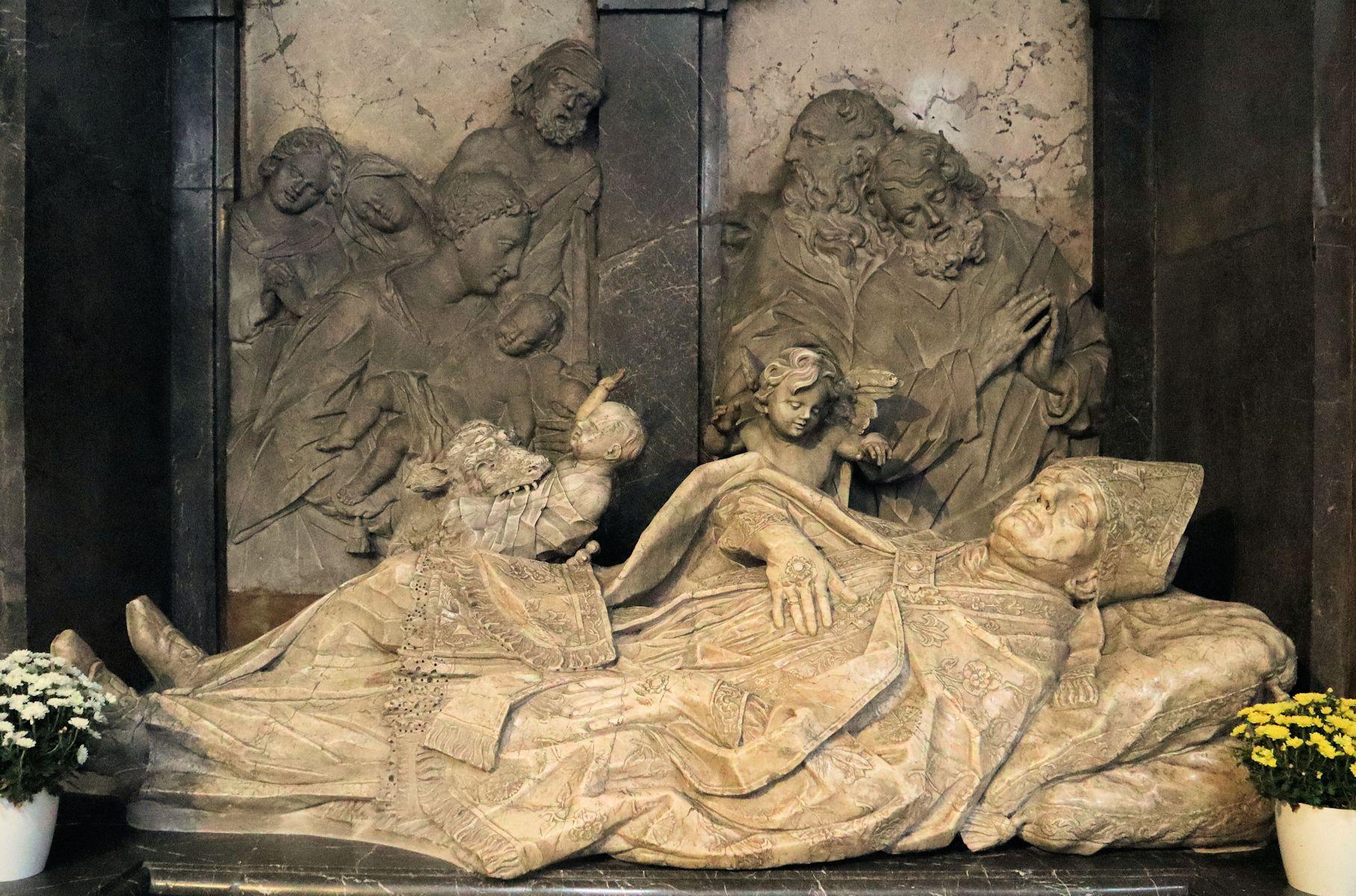 Liggende marmorstatue på Simberts skrin (1714) i basilikaen Ss Ulrich und Afra i Augsburg © Joachim Schäfer – Ökumenisches Heiligenlexikon