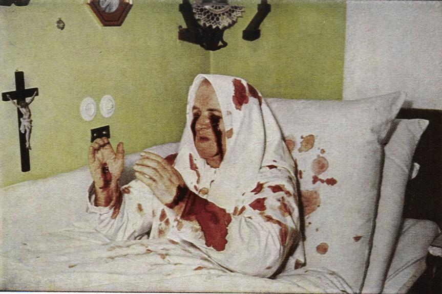 Foto von Ferdinand Neumann: Therese in Ekstase. In: Johannes Steiner: Visionen der Therese Neumann, München und Zürich 1973