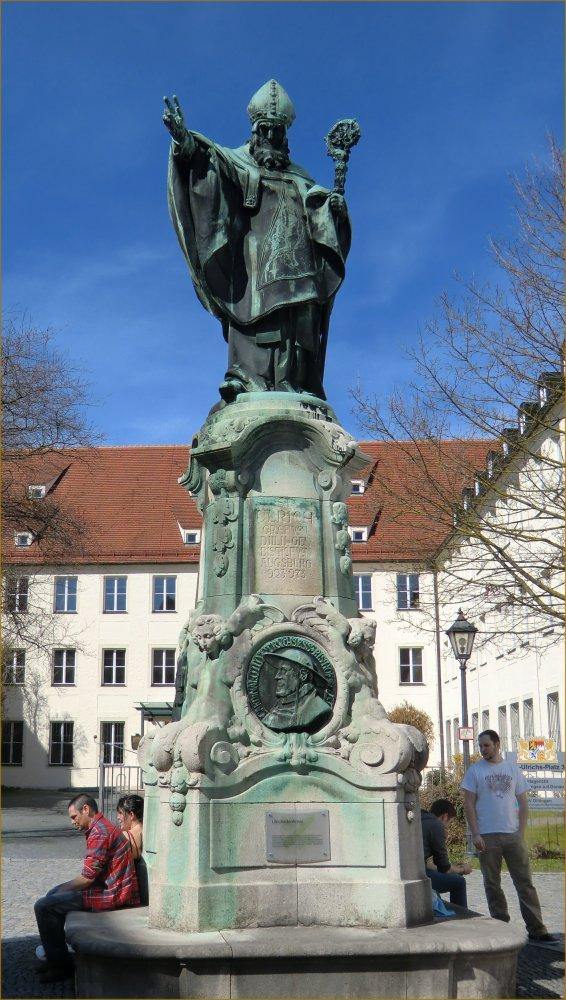 Jakob Bradl: Statue vor der Jesuitenkirche in Dillingen, 1910